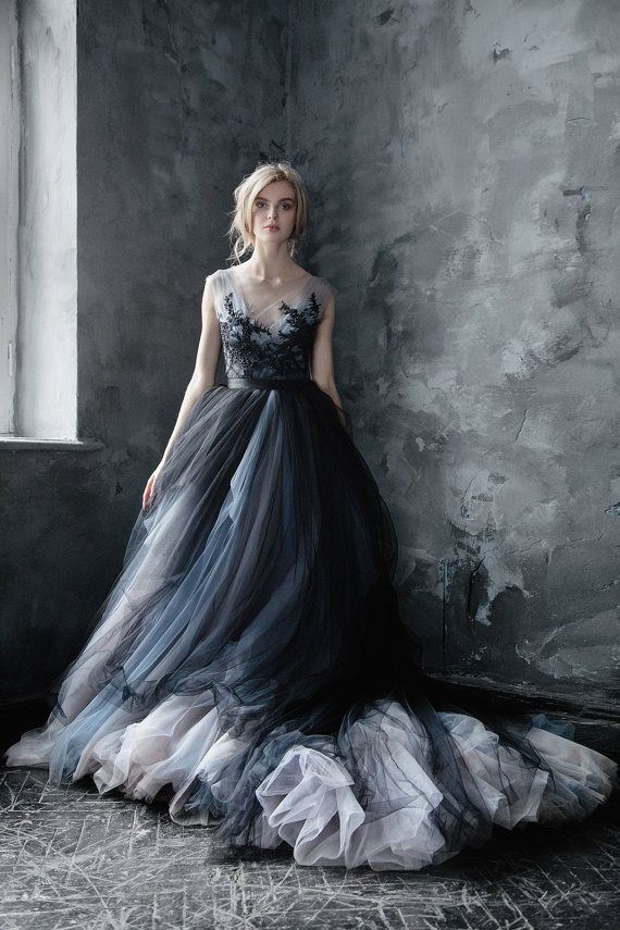 Hochzeit - Calypso Nightfall // Volumetric Black Tulle Gown