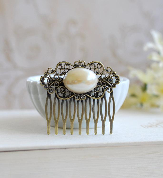 Mariage - Pearl Filigree Hair Comb, Vintage Oval Cream Ivory Pearl Antique Brass Filigree Comb, Wedding Hairpiece, Bridal Hair Accessory
