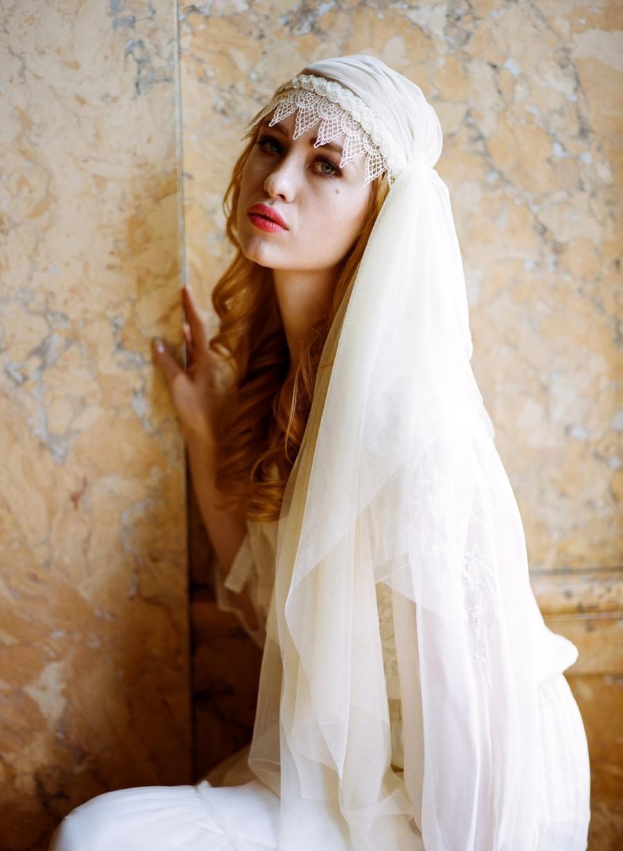 Mariage - Asymmetric Lace Juliet Bridal Cap Veil Downton Abbey unique veil 1920s 1930s Victorian bridal veil bohemian boho romantic cream ivory 309