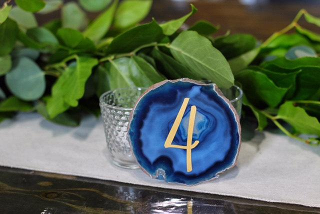 Hochzeit - Wedding Table Numbers with Gold or Silver Vinyl - Wedding Decor -Agate Table Numbers - Gold or Silver -  Modern Table Decor