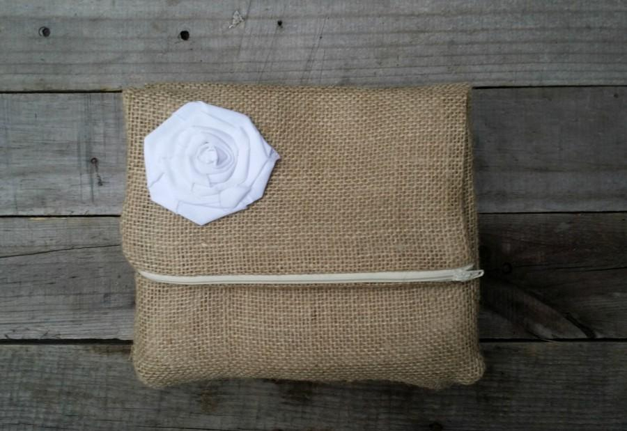 Hochzeit - Burlap Bridesmaid Clutches Set of 5, Bridesmaid Gift, Rustic Wedding Party Gift, Burlap Clutch, Wedding Clutch, Foldover Clutch