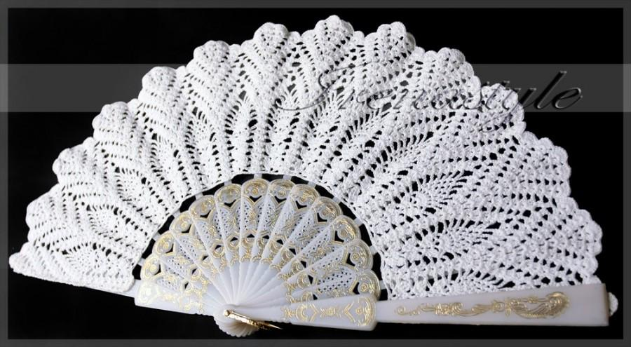 Mariage - White lace hand fans crochet, 100% cotton, wedding decoration Doily .  For the Princess