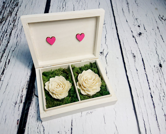Mariage - Wedding rings box vintage heart couple wedding pillow rustic looking old moss sola flowers shabby chic off white pink hearts distressed