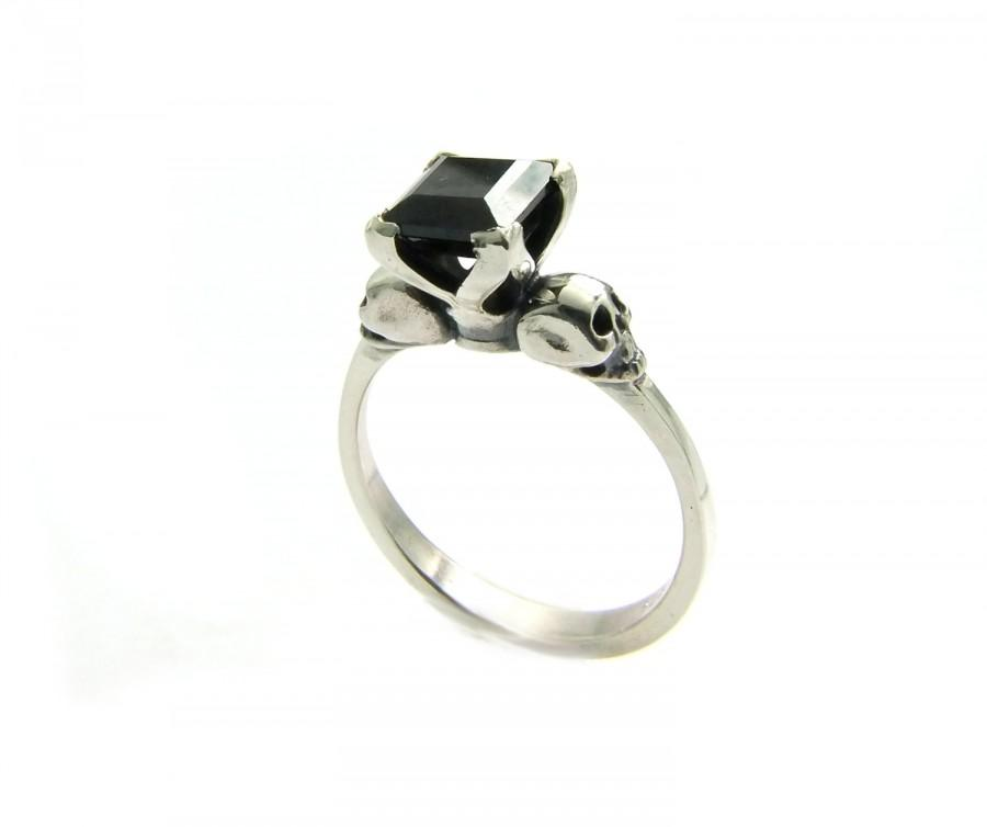 Mariage - Valentine Womans Skull Ring Size 4.25 READY TO SHIP Black Goth Sterling Wedding Ring Square Black Spinel Skull Ring, Psychobilly Engagement