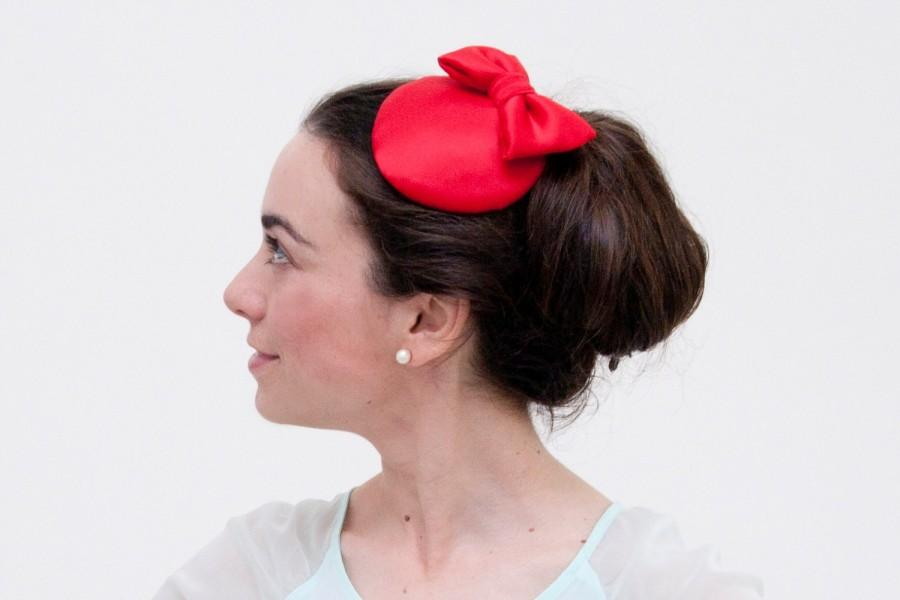 Wedding - Hoy - Red fascinator made with Silk and finished with a bow