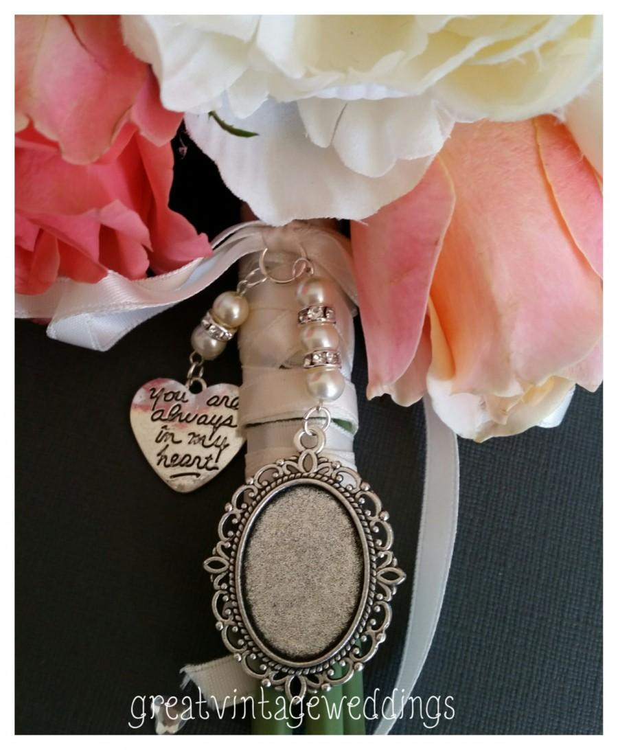 Свадьба - Beautiful Wedding Bouquet Photo Charm Silver Photo Frame Bridal Bouquet Locket and Heart Charm with a clear cover & Gift Bag