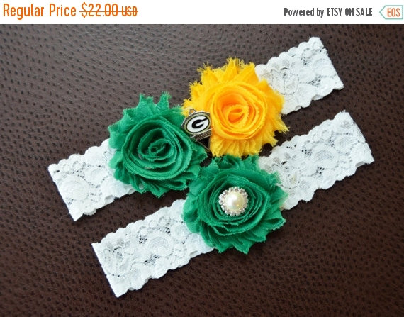 Свадьба - ON SALE Green Bay Packers Wedding Garter, Packers Garter, Football Garter, Green Bay Packers Bridal Garter, White Lace Wedding Garter