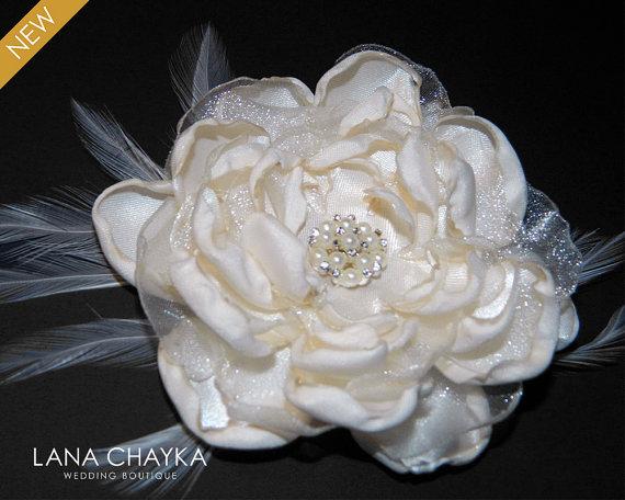 Mariage - Flower Bridal Fascinator Flower Hair Clip Satin Floral Flower Hair Piece Cream Ivory Flower Feather Bridal Head Piece Bridal Hair Piece