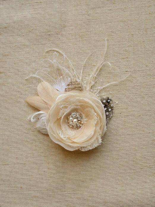 Mariage - Rustic Wedding Hairpiece Bridal Hair Clip Headpiece Wedding Hair Flower Champagne Feather Flower Hair Accessory Vintage Ivory Beige Lace