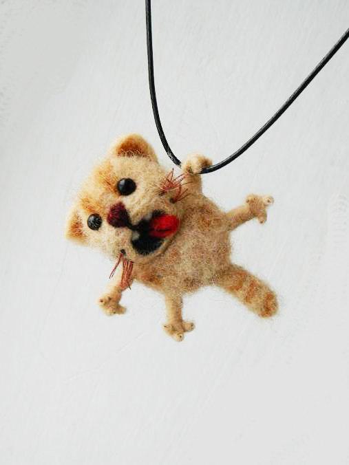 Mariage - Felted Cat Necklace, Sculpture Needle Felted, Felted Animal, Felt Cat Pendant, Handmade Jewelry, Merino Wool, Gift Ideas