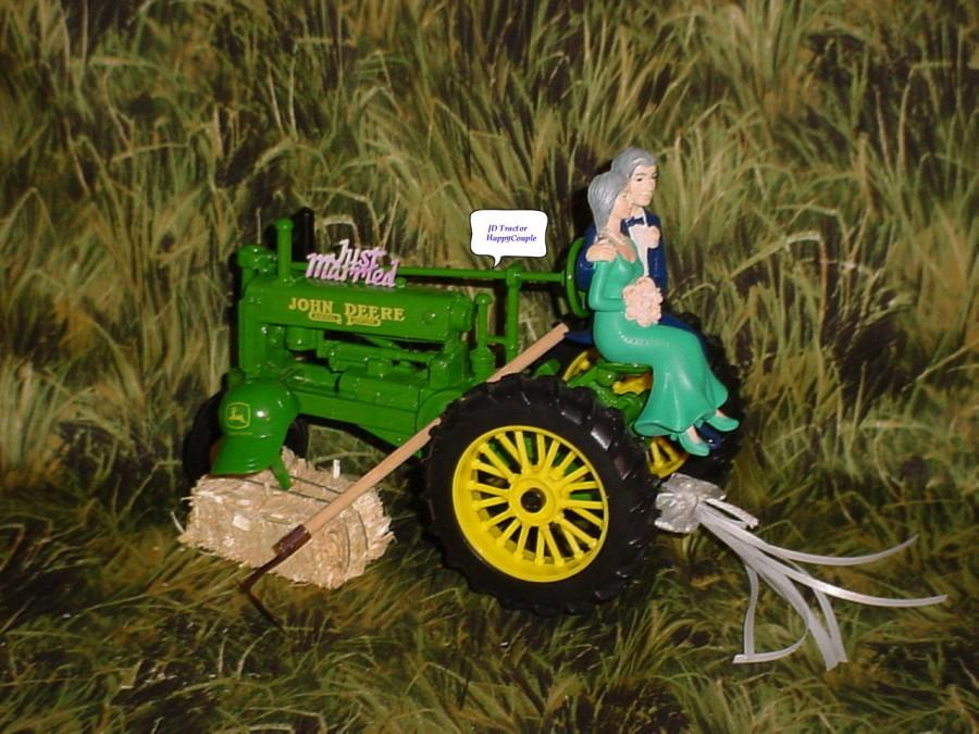 Свадьба - Happy Couple Country Farm Tractor Fun Wedding Bride and Groom 50th Cake Topper- Green Diecast Tractor Woodland Rustic Weddings Gift