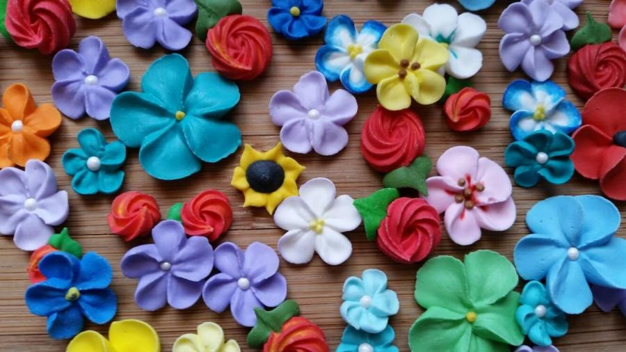 Mariage - SALE! Mixed sizes flower assortment -- Ready to ship --  Cake decorations cupcake toppers (24 pieces)