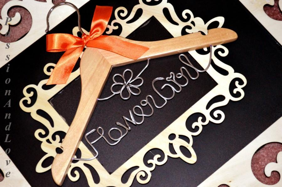Mariage - Limited Time Sale ..Ready to ship within 2 Days..Personalized Flower Girl Hanger. Child Hanger. Bridal Party. Custom Hanger