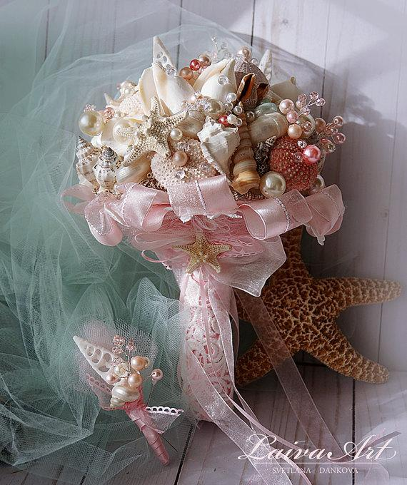 Mariage - Beach Shell Bouquet Starfish Bouquet Blush Pink Beach Wedding Bouquet Seashell Wedding Bouquet with Boutonniere