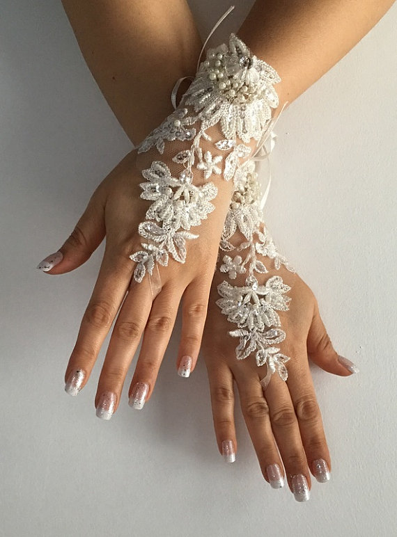 Wedding - FREE SHIP Ivory Wedding gloves bridal glove, lace wedding glove, fingerless lace, bridesmaid gift, prom, party, anniversary, costume