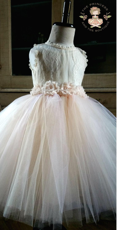 Свадьба - flower girl dress, flower girl dresses, ivory flower girl dress, cream flower girl dress, lace girls dress, rustic wedding, tulle dress