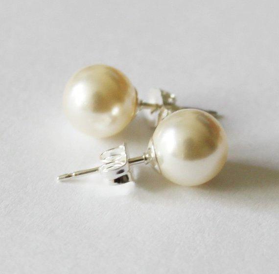 زفاف - 6mm, 8mm, 10mm Swarovski pearl studs- bridesmaid earrings- White or Ivory pearls, pearl stud earrings- Bridal pearl gifts- ivory pearl studs