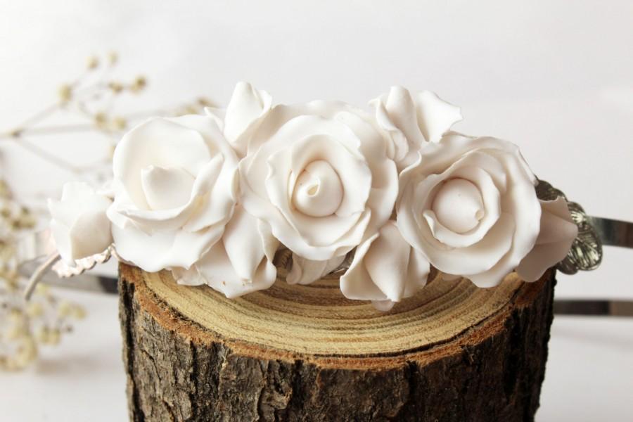 Mariage - White rose bridal headband, Bridal flower crown, bridal haidpiece, Woodland Bridal rose wedding crown, Floral wedding tiara hair accessories