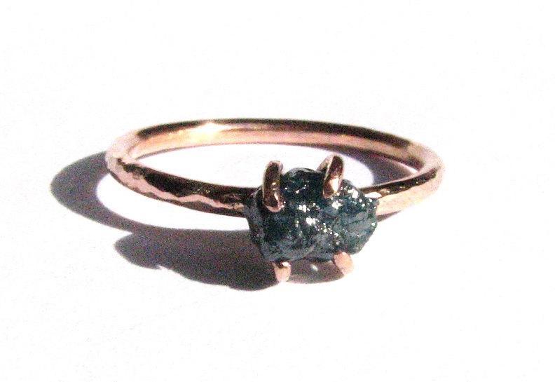 Свадьба - Blue Rough Diamond Ring- 14k Solid Rose Gold Ring - Rough Diamond Rose Gold -Diamond Engagement Ring - Solitaire Ring- Blue Diamond 14K Gold