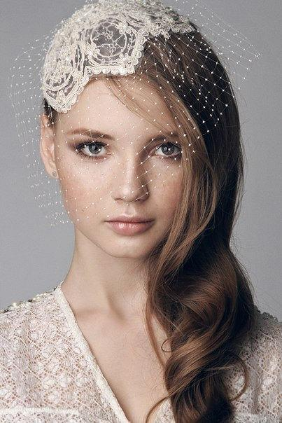 Mariage - Lace beaded bridal cap, head piece with hand made intricate birdcage veil