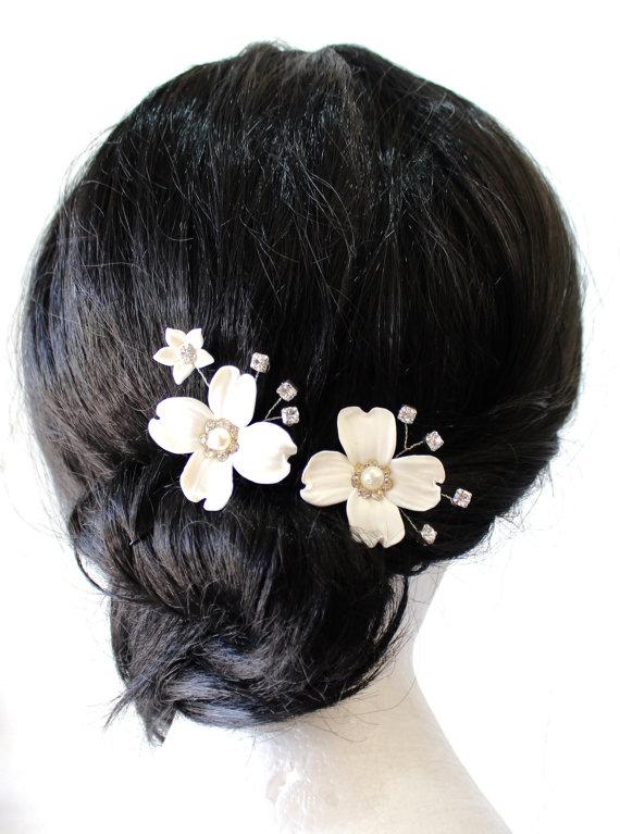 Wedding - Bridal Flower Hair Pin, White Dogwood Hair Pins, Bridal White Hair Flowers, Hair Pins, Wedding Hair Accessories, Bridal Headpiece