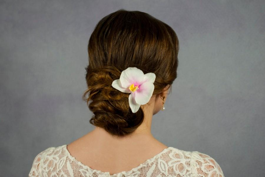 Orchid hair clip White orchid flower headpiece Bobby pins Flowers for hair  ornaments Hair fascinators Hair slide Bridal hair flower clips b67b93bc704
