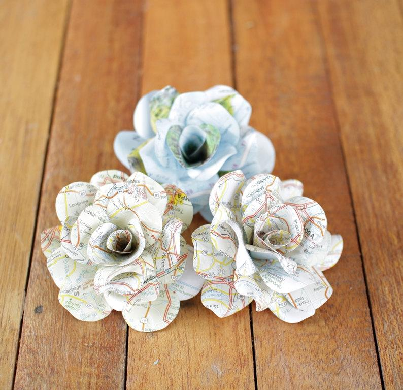 Mariage - 30 Pcs Maps Paper Roses for Weddings and Craft Projects