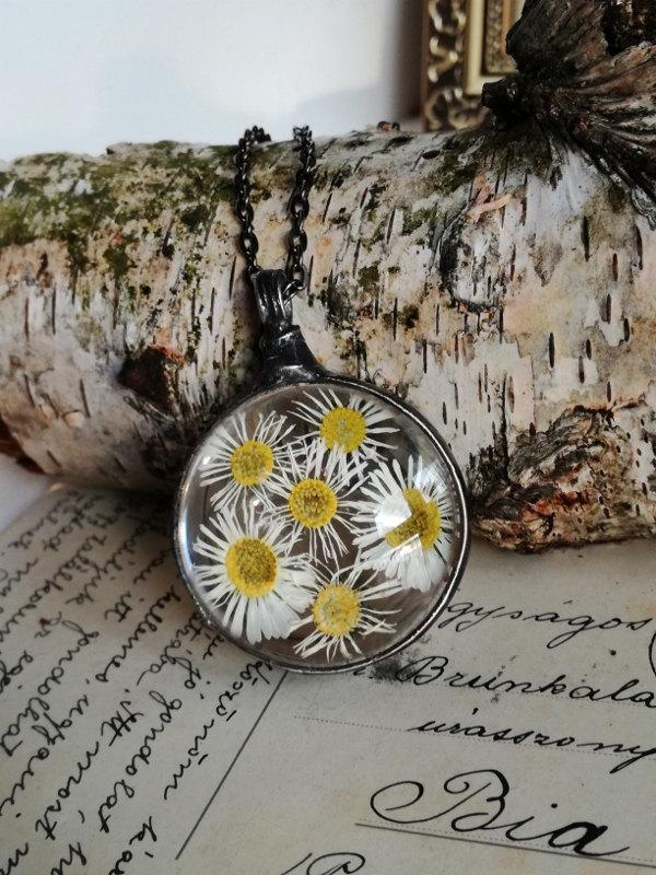 Wedding - DAISY Flower  Necklace,Terrarium necklace,Herbarium Pendant,woodland jewelry,Statement necklace,terrarium jewelry,gift for her,bohemian