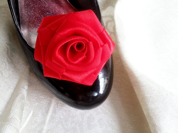 Hochzeit - Handmade rose satin shoes clips in red wedding prom