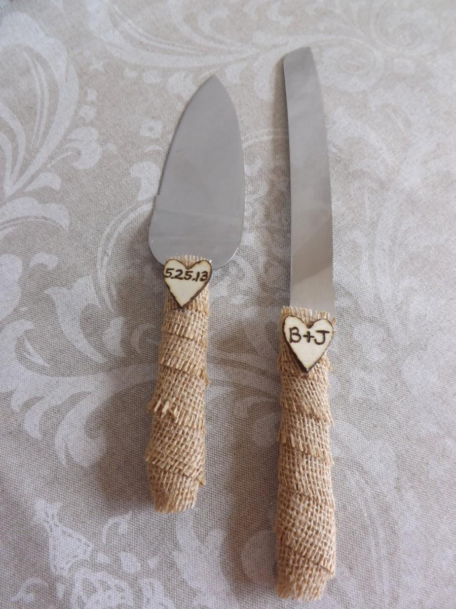 Свадьба - Burlap Rustic Wedding Cake Knife Set- Personalized Engraved Initials Vintage Wooden Hearts-Shabby Chic  Country Cake Cutters