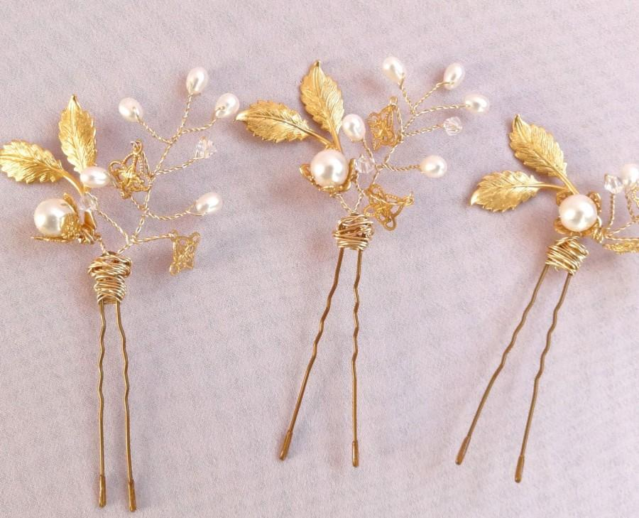 Mariage - Gold bridal headpiece hair pin, 18k gold plate, real freshwater pearls, darling wedding hair jewelry Style 314