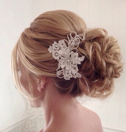 Hochzeit - Low Updo Wedding Hairstyle With Accessory