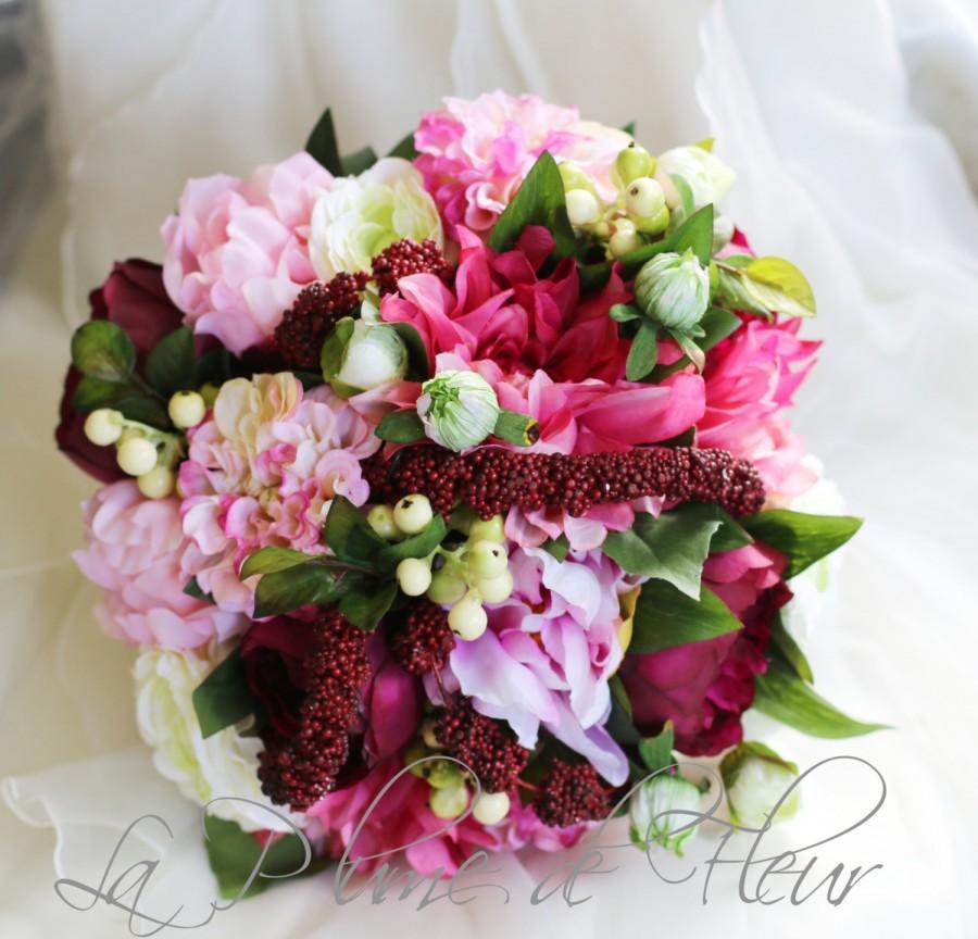 Mariage - Boho wedding bouquet, Bride's bouquet in white, pink and dark burgandy flowers.  Peonies, dahlias, ranunculas, berries, buds and amaranthus.