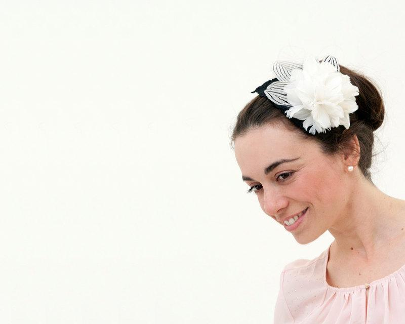 Mariage - Ornsay - Black and White Fascinator made with feathers over a velvet leaf