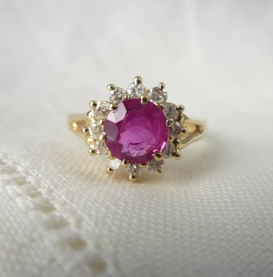 Mariage - A Fine Natural Ruby and Diamond Halo Engagement Ring in 14kt Yellow Gold - Lucretia