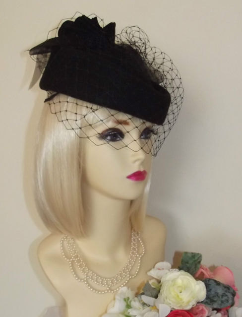NEW vintage 1940 s 1950 s STYLE BLACK Pillbox Veil Hat Races Wedding  Funeral Face Net netted pill box hat rose feather boa bow dita von tees b4ef225ed2f