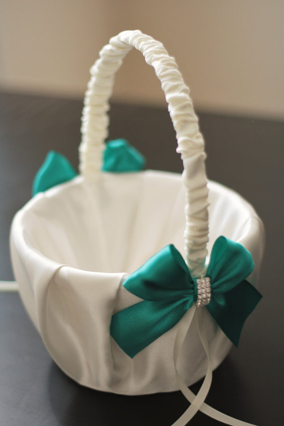 Hochzeit - Green Flower Girl Basket  Emerald Wedding Basket  Green wedding basket pillow set  Emerald flower girl, green petals basket, green bearer