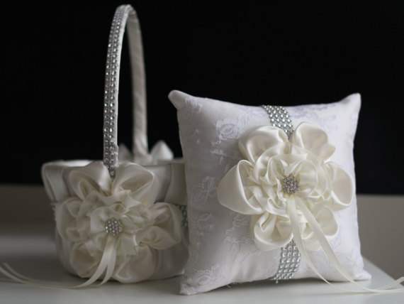 Свадьба - Ivory Ring Bearer   Ivory Wedding Basket  Cream Wedding Ring Pillow & Flower Girl Basket  Wedding Ring Holder   Petals Basket Pillow Set