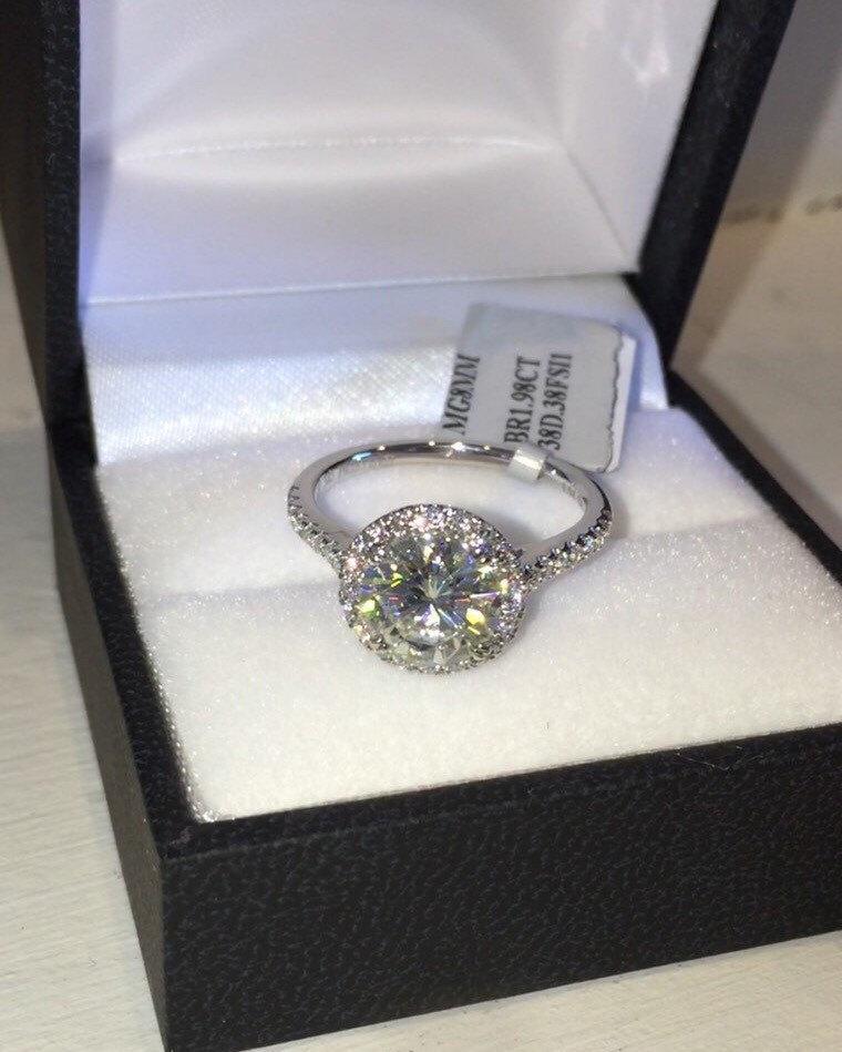 زفاف - Moissanite Halo Engagement Ring Diamond Halo 8mm Forever one Round Moissanite Center Stone Art Deco Style Diamond 18k White Gold Ring