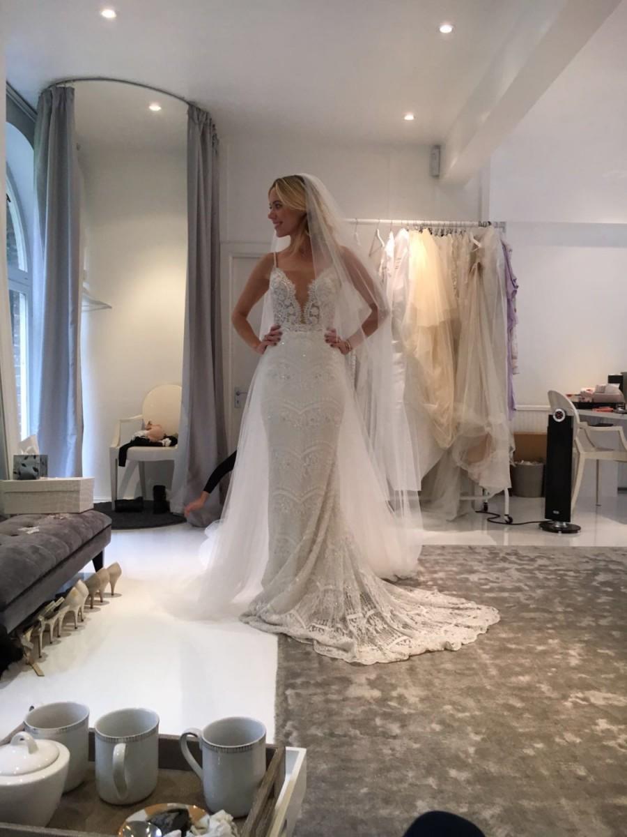 Hochzeit - Royal Cathedral Wedding Veil Smooth Edge Full Cut Bridal Accessories