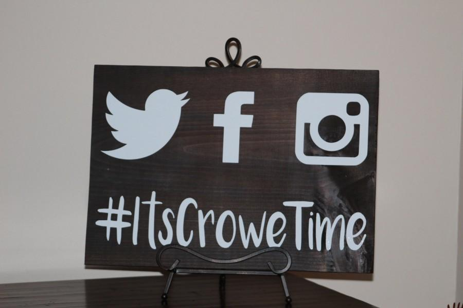 Hochzeit - Social Media Wedding Hashtag Sign - Custom Wooden Wedding Sign