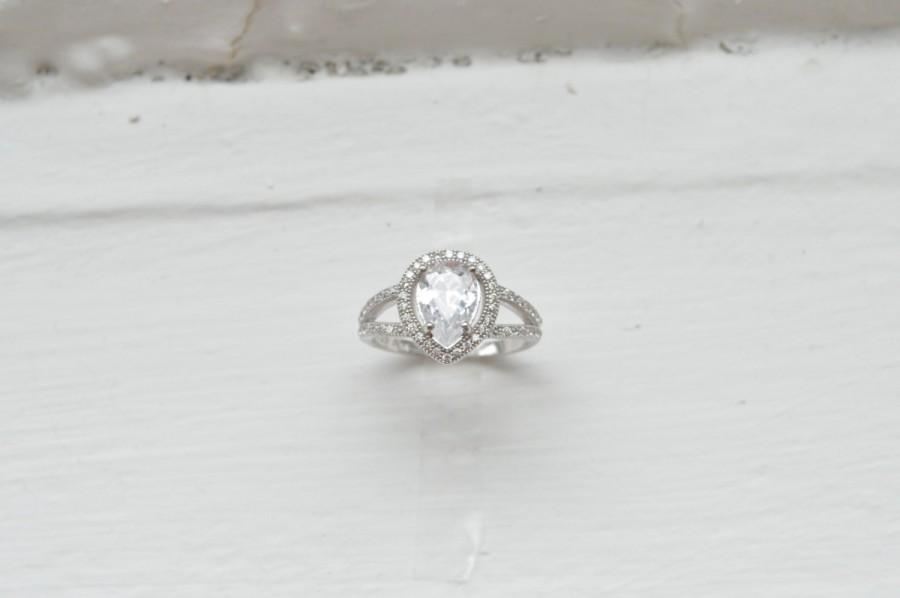 Mariage - Classic Pear Shaped Cubic Zirconia Solitaire - Fine Jewelry - 14K Rose Gold Engagement Ring - 14k White Gold Engagement Ring - Pear Ring