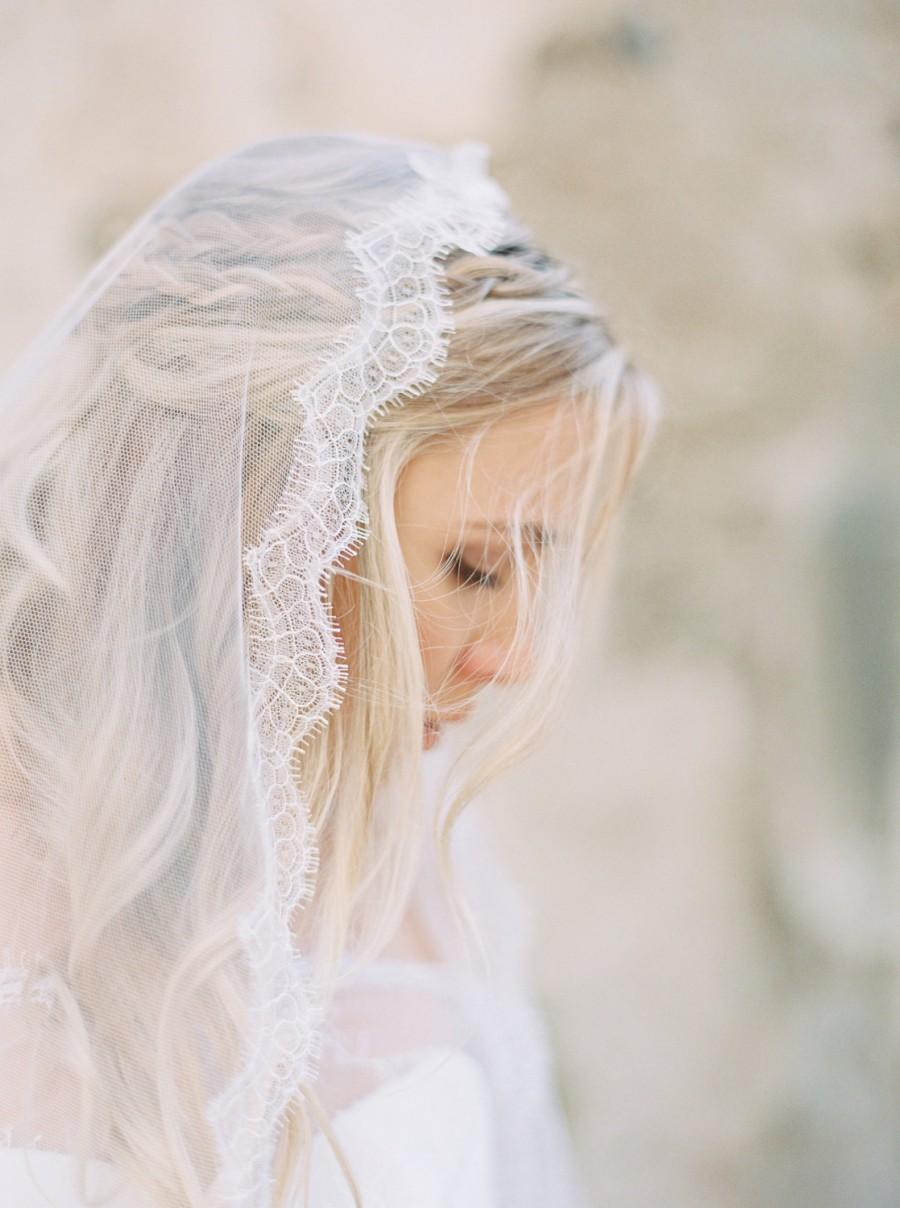 Mariage - Wedding Veil, French Chantilly Lace Mantilla Veil, Wedding Veil, Waltz Length Bridal Veil, Lace Veil