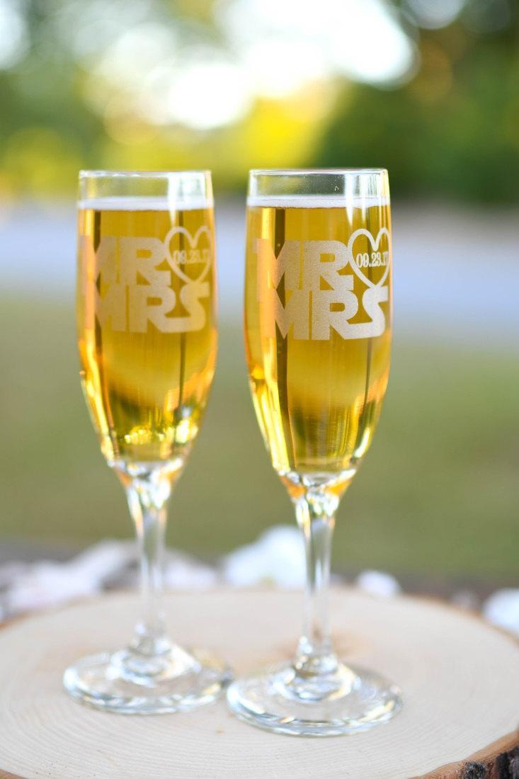 Hochzeit - Star Wars Mr & Mrs Toasting Flutes - Star Wars Wedding - Champagne Flutes