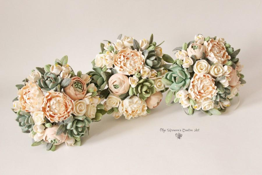 Mariage - Bridesmaids Clay flowers bouquet, peach green, blush toss bouquet Hand bouquet Guest favor Small bridal bouquet keepsake alternative bouquet