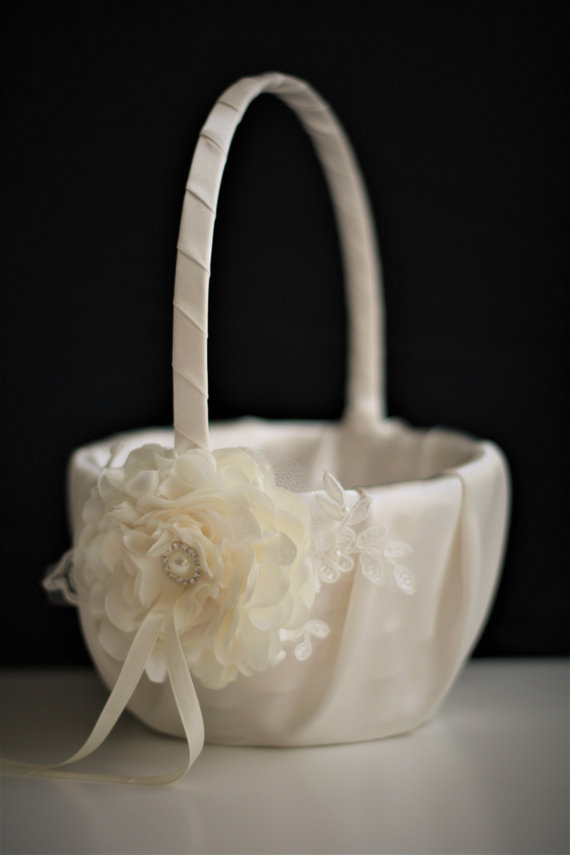 Hochzeit - Ivory Flower Girl Baskets  Ivory Wedding Baskets  Lace Wedding Basket  Handmade flower basket  Ivory petals basket  ivory Ring bearer