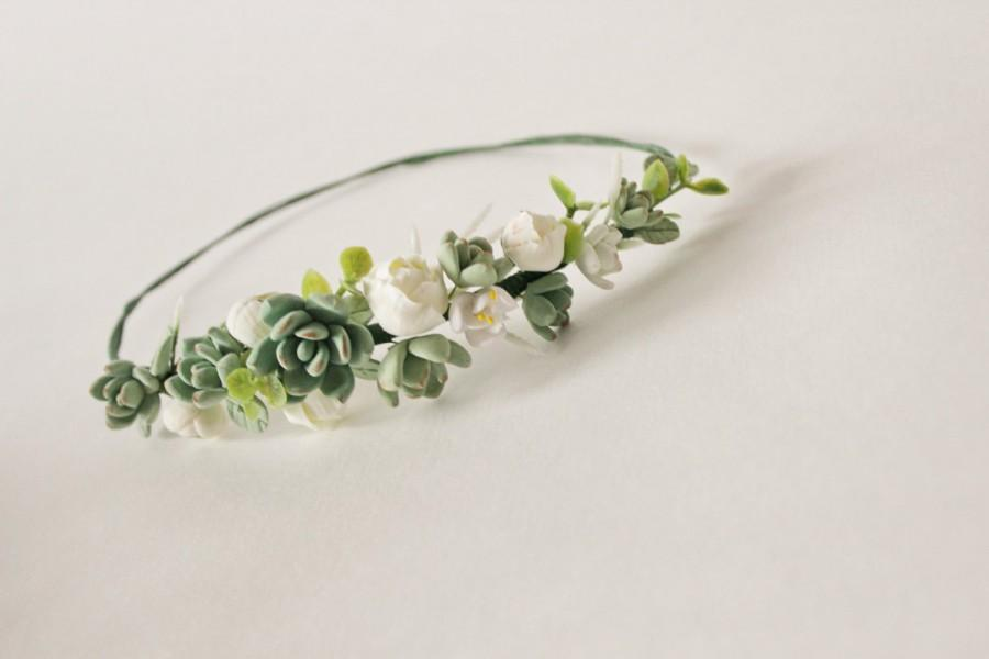 Свадьба - Wedding succulent headband Bridal head wreath with succulents and flowers boho untailored floral crown Wedding floral tiara green ivory tiar