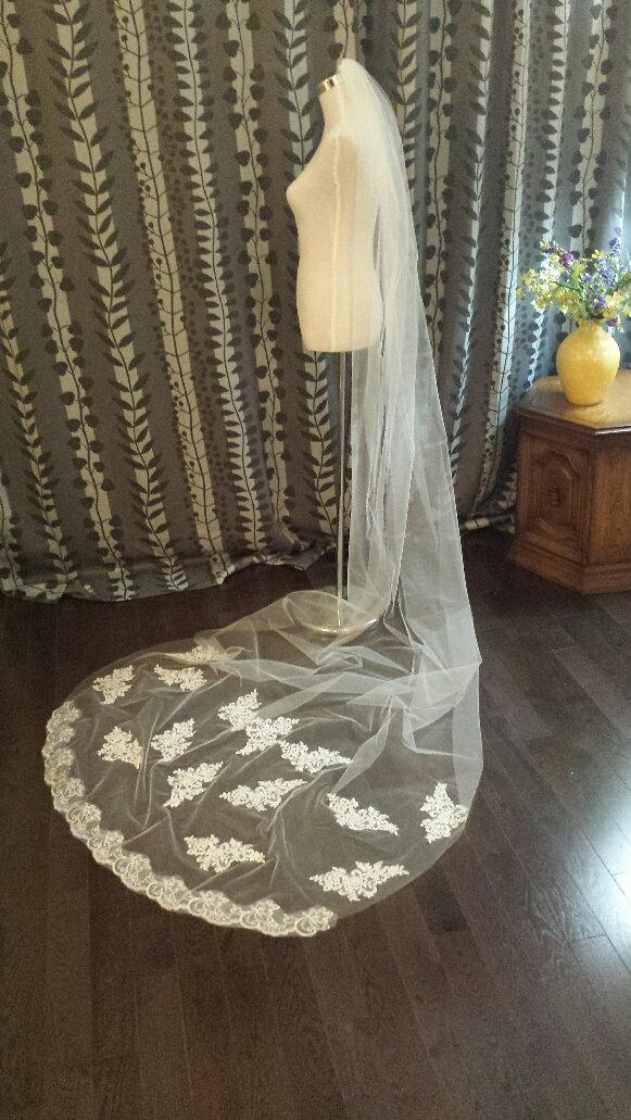 Mariage - 3M Cathedral Length Lace Veil, Off-white, 1 Tier w/Lace, w/Comb, READY TO SHIP, (V12-YH3ML)