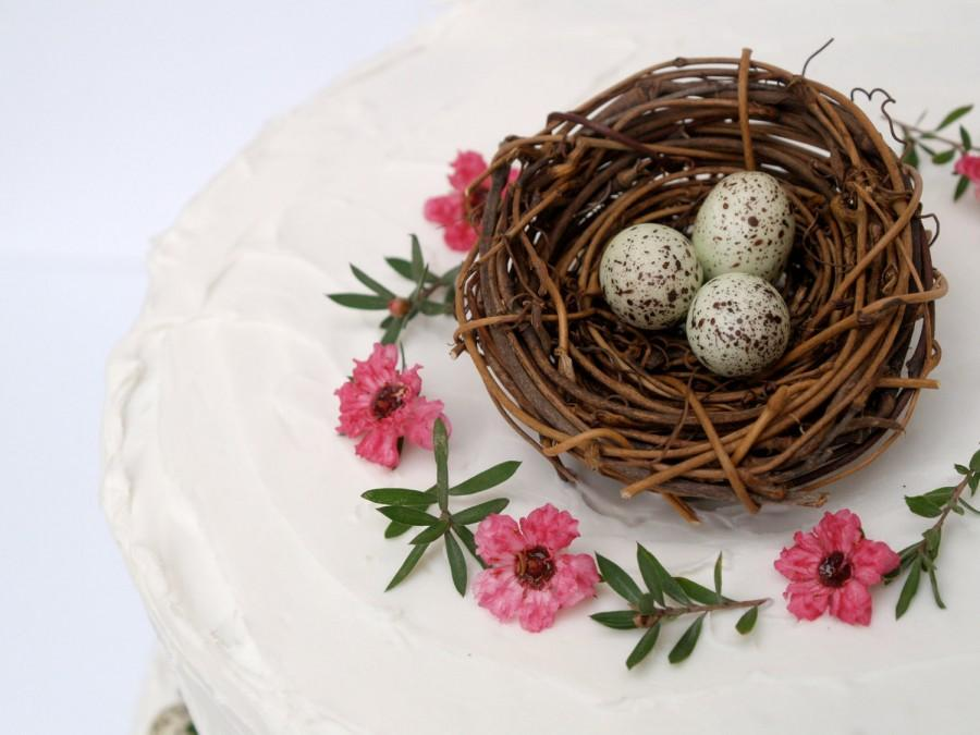 Mariage - Nest Cake Topper for your Wedding Cake, Vine Nest with Pale Blue Easter Eggs, Woodland, Rustic, Country, Spring