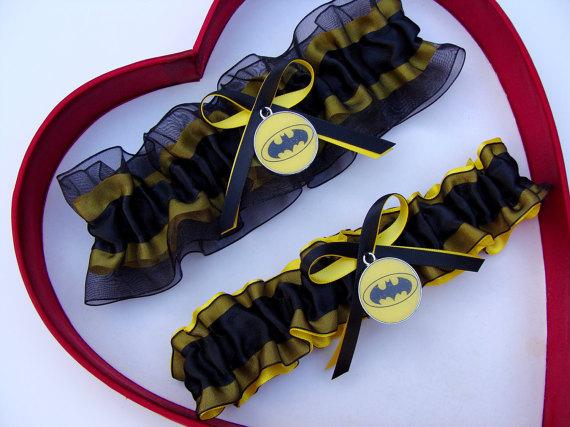 Свадьба - New Handmade Batman Wedding Garters Black Yellow Garter Prom Homecoming Dance Superhero Wedding Garter Set